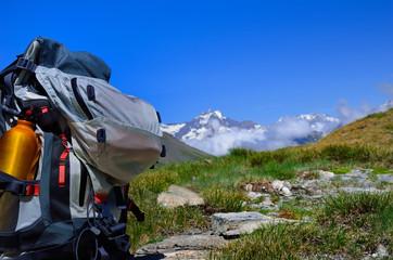 pause déjeuner en randonnée dans les alpes