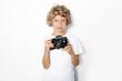 Junge mit Fotoapparat