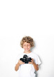 Kleiner Junge mit Kamera