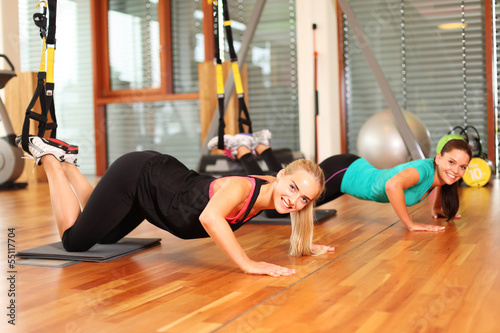 zwei Frauen beim Sport