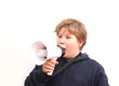 Jungendlicher mit Microfon