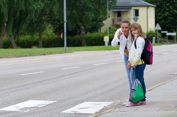 Teaching the rules before crossing the street on the school way