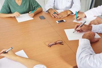 Ärzte im Meeting