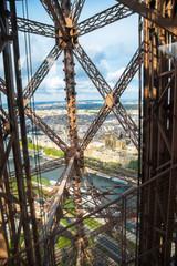 vista di Parigi dall'ascensore della torre Eiffel