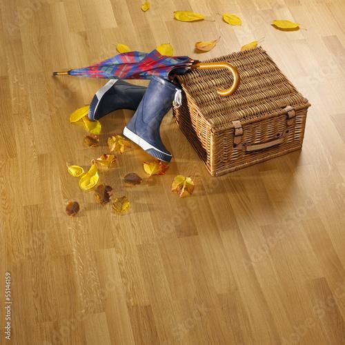 canvas print picture Schirm,Stiefel,Korb und Herbstlaub auf Parkettboden