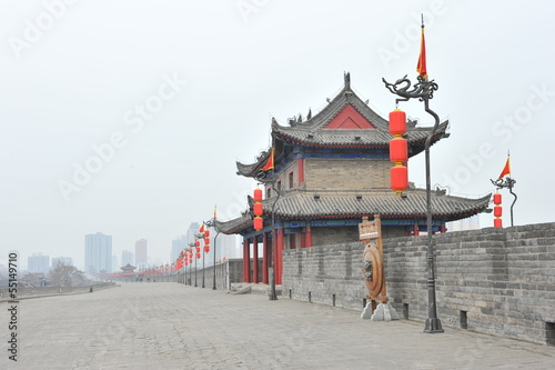 Fotobehang Xian Ancient tower on city wall in Xi'an - China