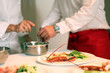 Hummer wird auf Tellern angerichtet