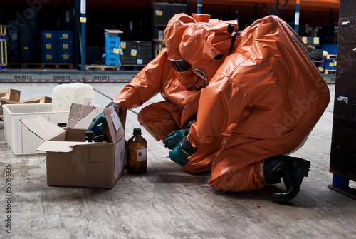 Leinwanddruck Bild Chemikalie_giftig_Feuerwehr