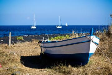 Fischerboot auf Stromboli