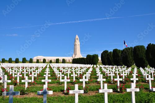 Foto Spatwand Begraafplaats Ossuaire de douaumont in Verdun, France