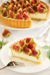 Tart with figs and mascarpone cream.