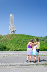 Mother teaching daughters the Westerplatte history