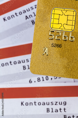 Kreditkarte und Kontoauszug