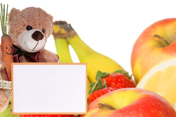 Teddy mit Schild und frischem Obst