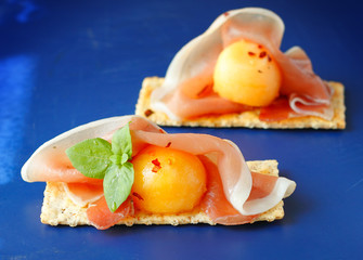 Appetizer with melon and ham
