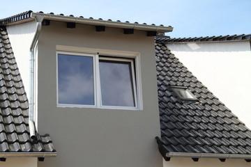 Gachgaube mit zwei Fenstern