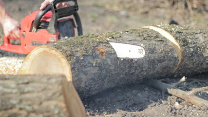 Poor working chainsaw