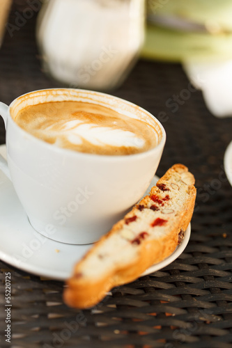 cappuccino with cantuccini