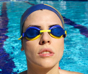Woman swimmer concentrating before race