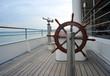 Leinwanddruck Bild - Steuerrad und Fernrohr auf Schiff