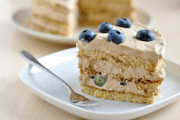Cappuccino Torte mit Heidelbeeren