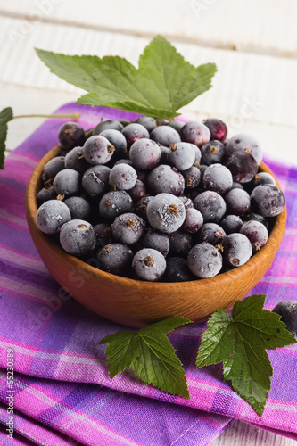 Frosen blackberries in bowl