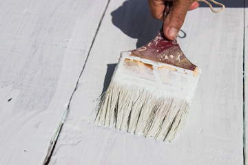 Painting the wall white with a paint brush