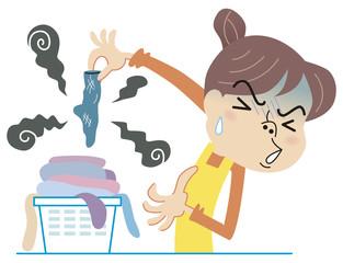 臭い洗濯物に悶絶する主婦