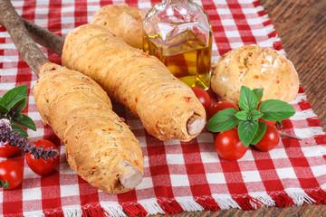 Stockbrot und Brötchen mit Pizzateig