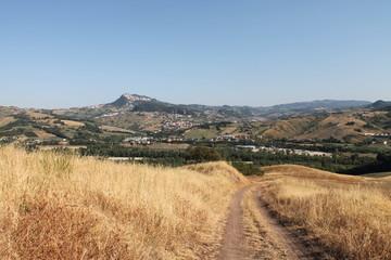 Stradina con vista su San Marino e Valmarecchia (Rimini)