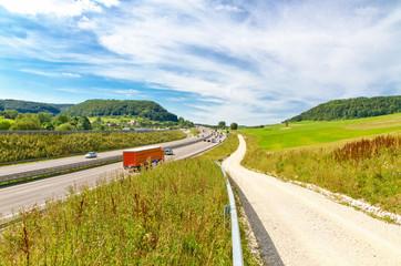 Autobahn A 8 bei Gruibingen, schwäbische Alb