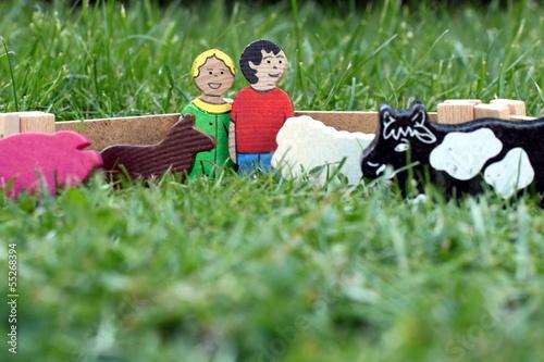 Holzspielzeug Farmer und Frau mit Tieren, Weide