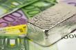 Silberbarren auf Banknoten 2