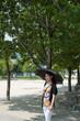 日傘を指している女性