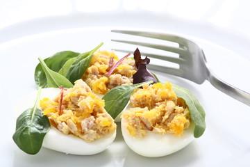 Uova ripiene con tonno
