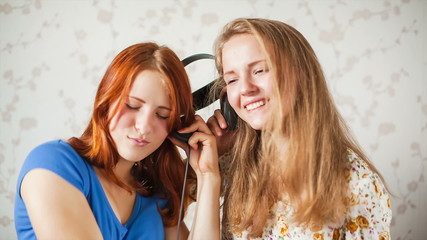 The girls listens to music
