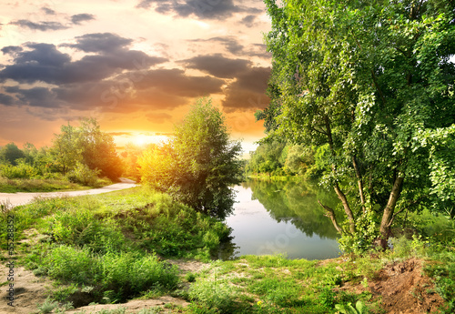 droga-wzdluz-rzeki