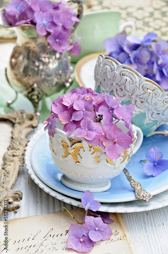 Deurstickers Hydrangea Flowers and antiques