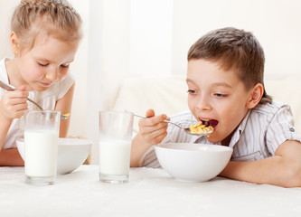 Children eat breakfast