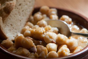 chick peas with bread