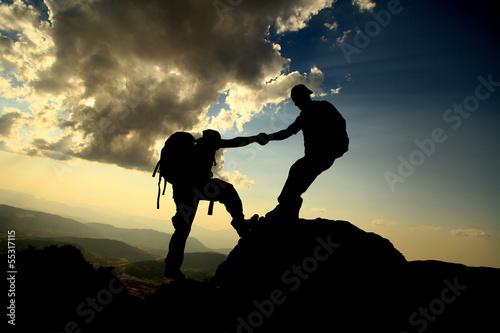 Fotobehang Alpinisme help mountaineer