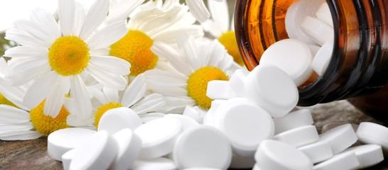 Schüßlersalze und Kamille Alternativmedizin Nahrungsergänzungsmi