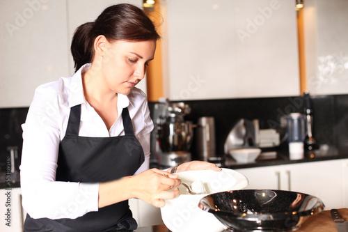 Junge Köchin