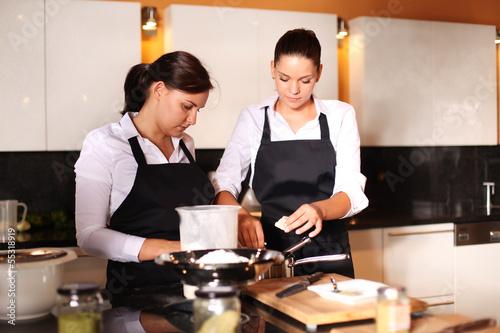 Junge Köchinnen
