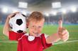 glücklicher Fußballfan im Stadion mit Ball