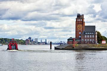 Lotsenhaus Semannshöft, Einfahrt zum Hafen Hamburg