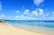 久高島の砂浜に打ち寄せる穏やかな波