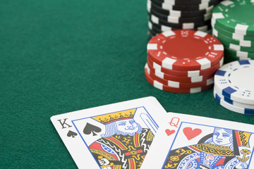 King and queen cards and poker chips