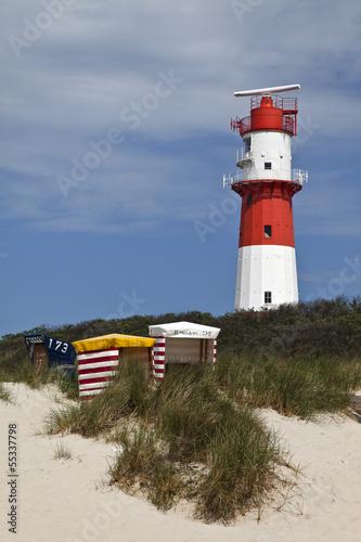Leinwanddruck Bild Borkum Strandkorb mit Leuchtturm