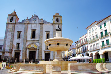 Do Giraldo square, Evora in Portugal